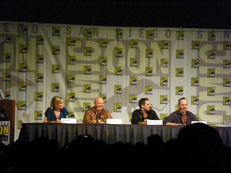 Группа сериала No Ordinary Family на Comic-Con 2010