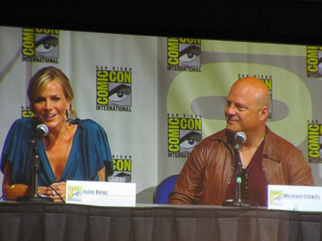 Джули Бенц и Майкл Чиклис на Comic-Con 2010