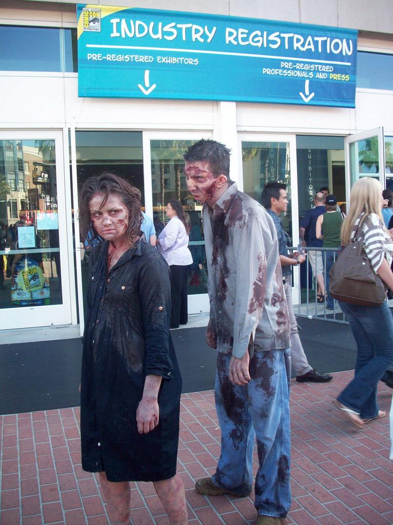Зомби на улице