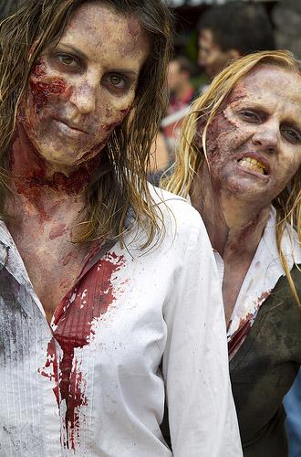 Две зомби на Comic-Con 2010