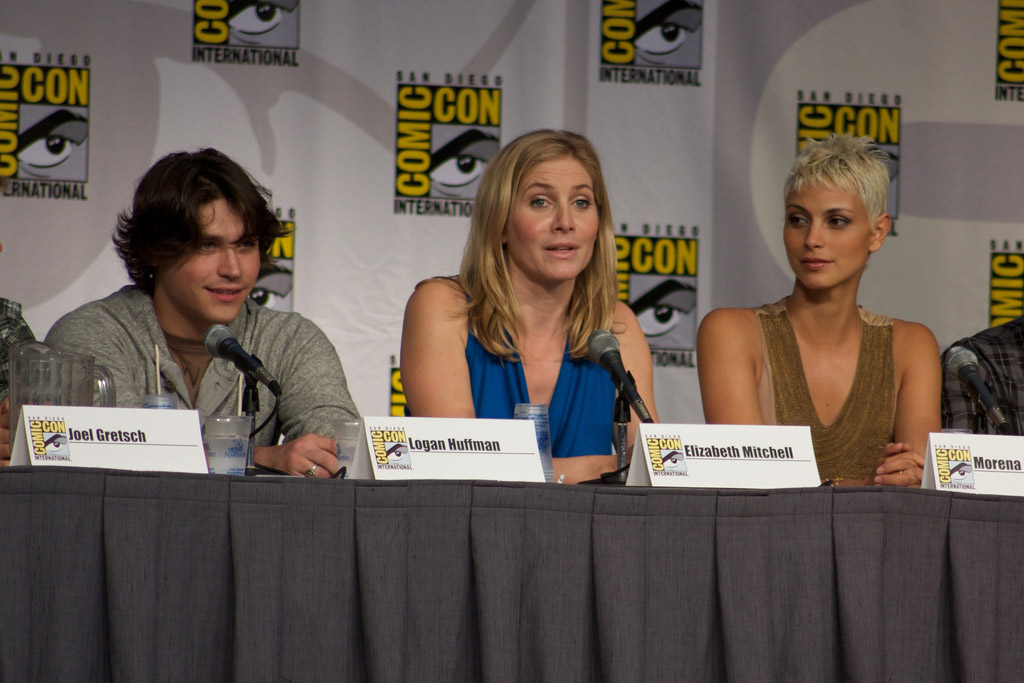 Логан Хаффман, Элизабет Митчелл и Морена Баккарин на Comic-Con 2010