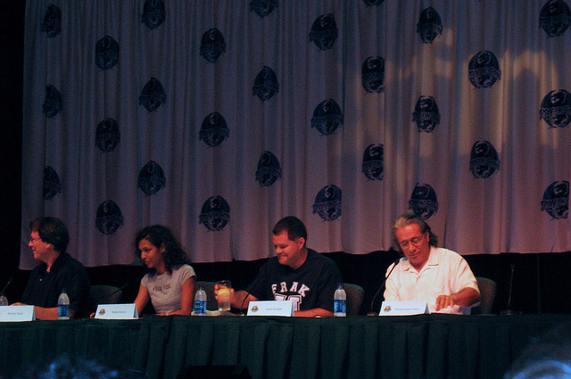 Ричард Хэтч, Рекха Шарма, Аарон Дуглас, Эдвард Джеймс Олмос на Dragon-Con 2010