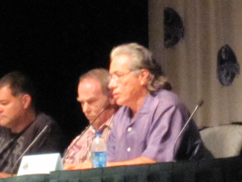 Аарон Дуглас, Дин Стоквелл, Эдвард Джеймс Олмос на Dragon-Con 2010