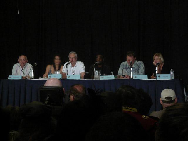 Армин Шимерман, Марина Сиртис, Брент Спайнер, ЛеВар Бертон, Джонатан Фрейкс, Денис Кросби, Гаррет Ванг на Dragon-Con 2010