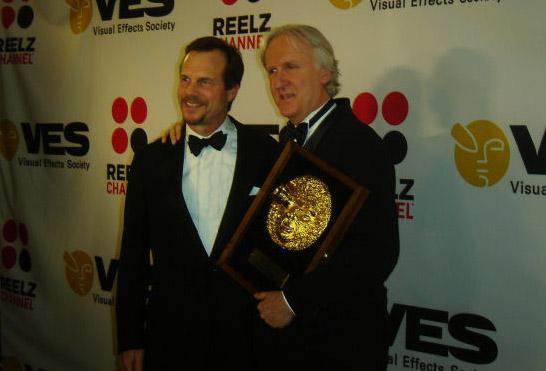 Джеймс Кэмерон получает награду за спецэффекты Аватара