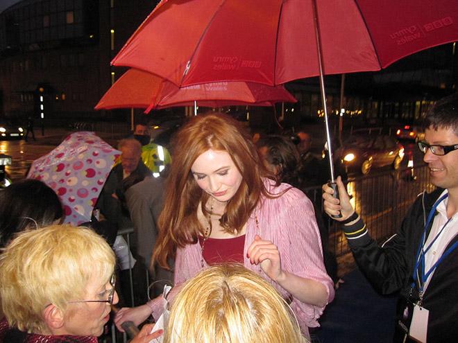 Первые автографы Карен Гиллан