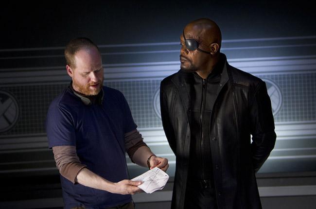 Джосс Уэдон и Сэмюэль Л. Джексон на съемках Мстителей