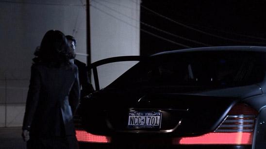 NCC-1701 на номере автомобиля персонажа, которого играет Джордж Такей из Звездного Пути