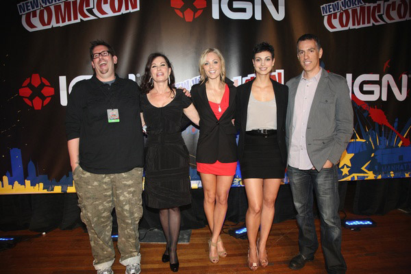 Группа Визитеров на New York Comic-Con 2010