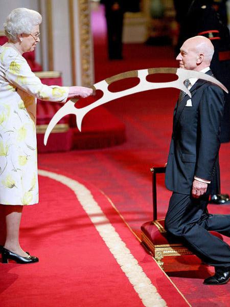 Батлет, Патрик Стюарт и королева Великобританиии