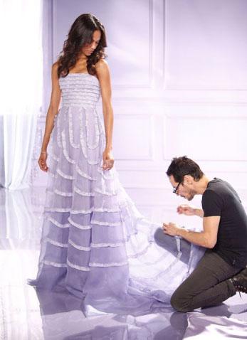 Платье дошивают