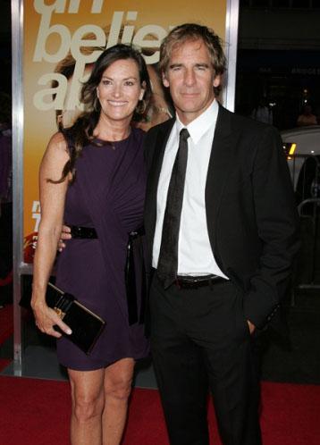 Скотт Бакула с женой на премьере Информатора