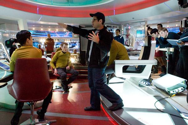 Джей Джей Абрамс на съемках Звездного Пути