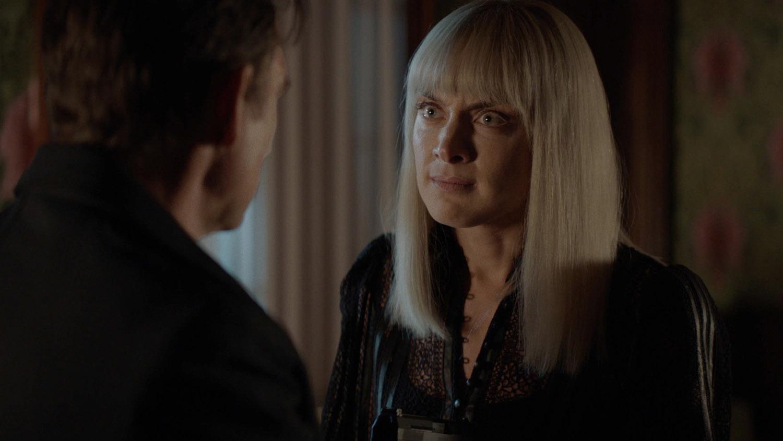 """Бэтвумен """"What Happened to Kate Kane?"""" - 1 серия 2 сезона"""