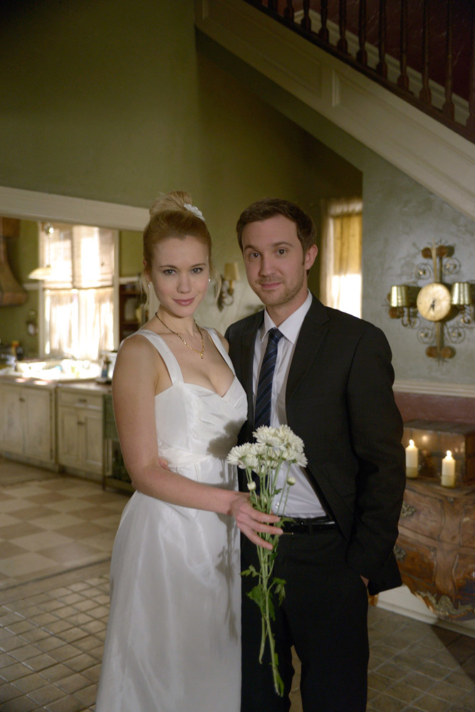 """Быть Человеком (США) """"Always A Bridesmaid, Never Alive"""" - 12 серия 3 сезона"""