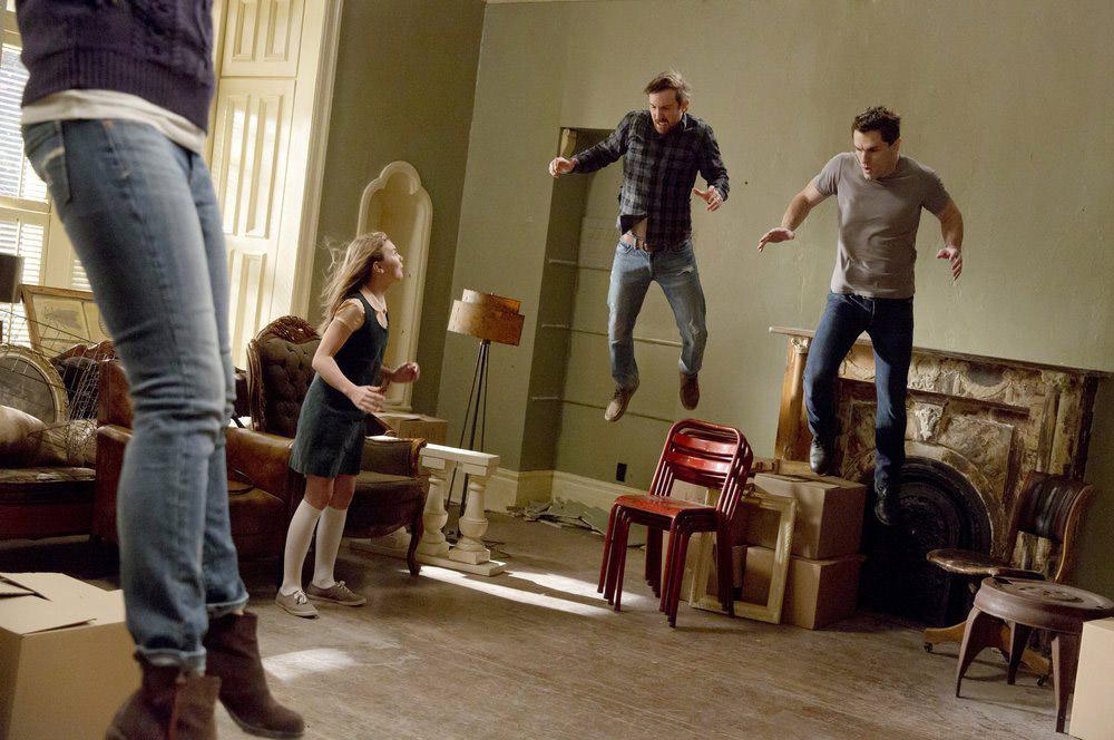 """Быть Человеком (США) """"There Goes The Neighborhood - Part 3"""" - 13 серия 4 сезона"""