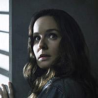 Сара Уэйн Кэллис в сериале Колония - официальное фото