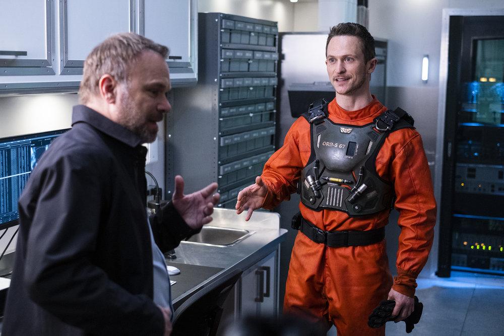 "Обломки ""A Message From Ground Control"" - 12 серия 1 сезона"