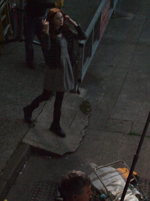 Карен Гиллан на съемках второго сезона Доктора Кто