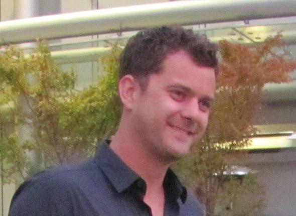 Джошуа Джексон на съемках За Гранью