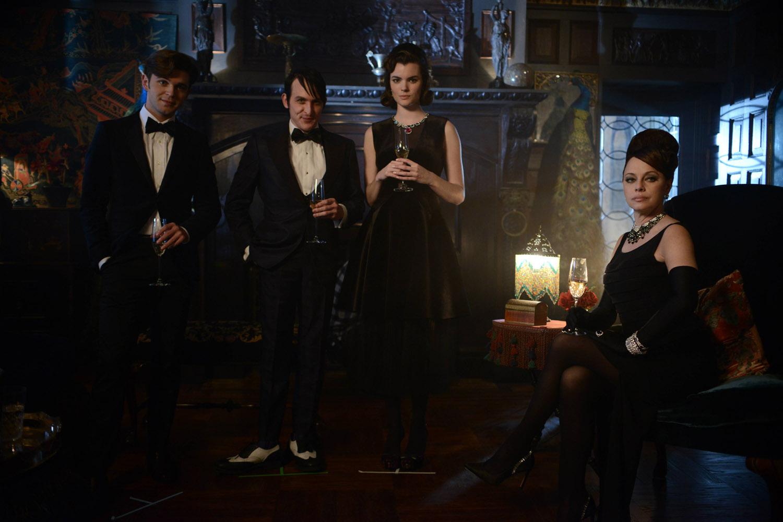 """Готэм """"Mad Grey Dawn"""" - 15 серия 2 сезона"""