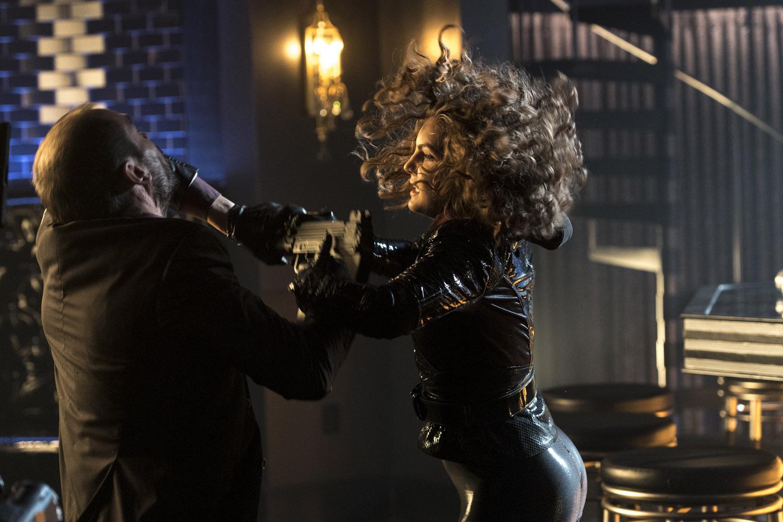 "Готэм ""Queen Takes Knight"" - 11 серия 4 сезона"