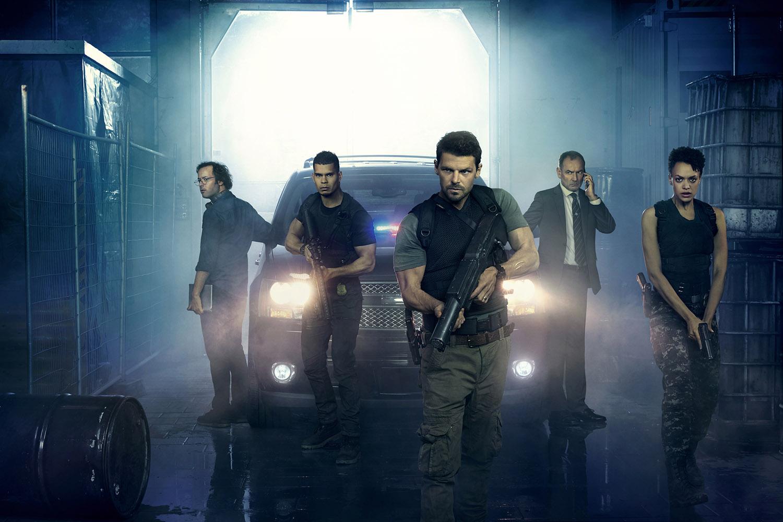 Постер для 1 сезона сериала Охотники