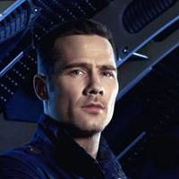 Люк Макфарлейн в сериале Киллджои - официальное фото