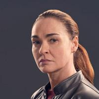 Карина Лог в сериале Ла-Брея - официальное фото