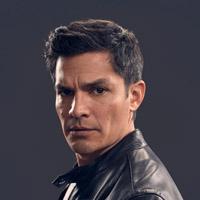 Николас Гонсалес в сериале Ла-Брея - официальное фото