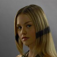 Изабель Корниш в сериале Сверхлюди - официальное фото