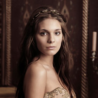 http://scifi-tv.ru/images/series/Reign/promo_photo_1_Caitlin_Stasey_photo.jpg