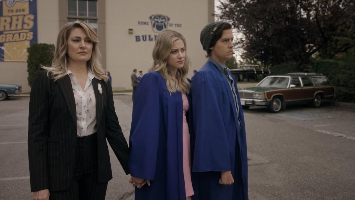 "Ривердейл ""Chapter Seventy-Nine: Graduation"" - 3 серия 5 сезона"