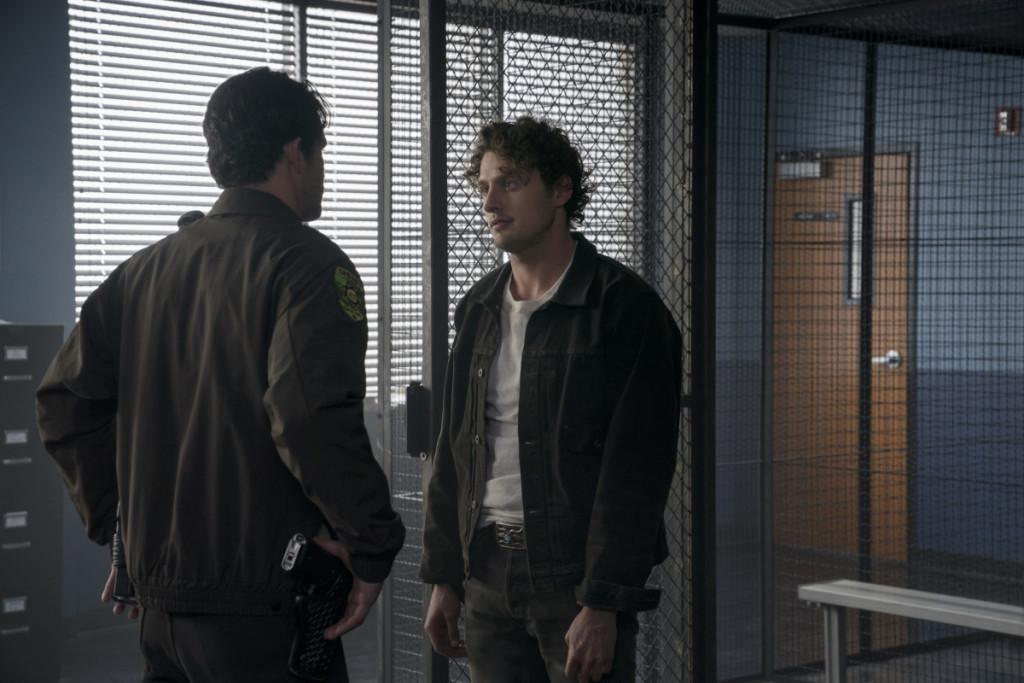 """Розуэлл Нью-Мексико """"Pilot"""" - 1 серия 1 сезона"""