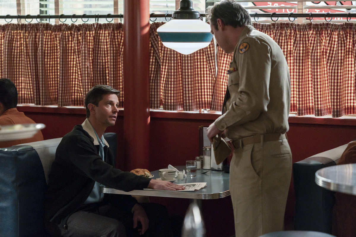 """Розуэлл Нью-Мексико """"The Diner"""" - 9 серия 2 сезона"""