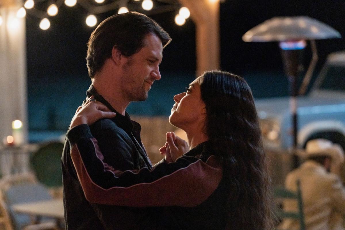 """Розуэлл Нью-Мексико """"Never Let You Go"""" - 13 серия 3 сезона"""