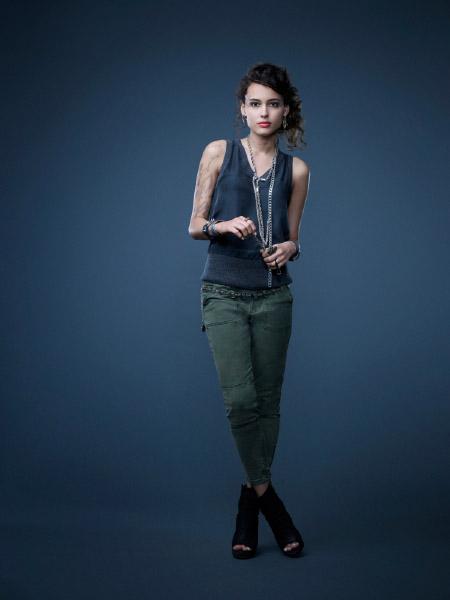 http://scifi-tv.ru/images/series/Star-Crossed/promo_photo_1_Chelsea_Gilligan.jpg