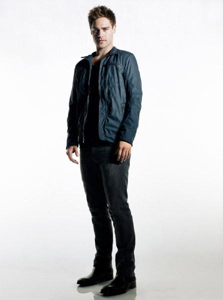 http://scifi-tv.ru/images/series/Star-Crossed/promo_photo_1_Grey_Damon.jpg
