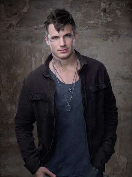 http://scifi-tv.ru/images/series/Star-Crossed/promo_photo_1_Matt_Lanter.jpg