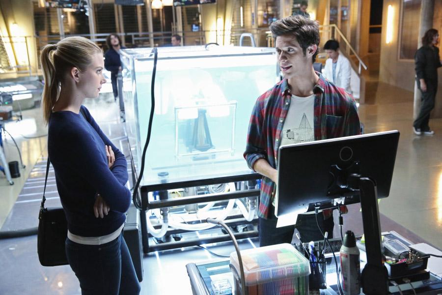 """Сшиватели """"A Stitch in Time"""" - 1 серия 1 сезона"""