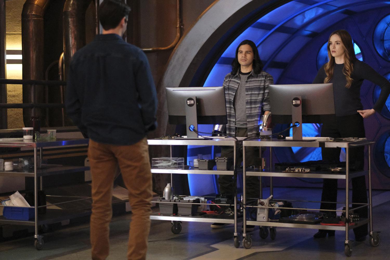"Флэш ""Family Matters, Part 1"" - 10 серия 7 сезона"
