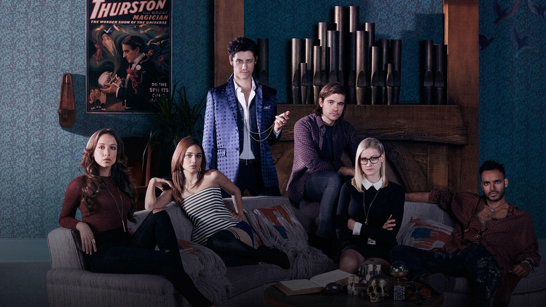 Постер для 1 сезона сериала Волшебники