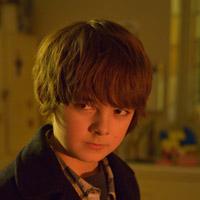Макс Чарльз в сериале Штамм - официальное фото