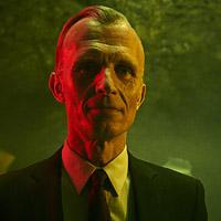 Ричард Саммел в сериале Штамм - официальное фото