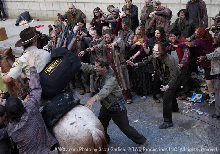 Зомби окружают в сериале Walking Dead