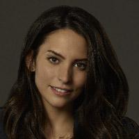 Дженезис Родригез в сериале Эпоха за Эпохой - официальное фото