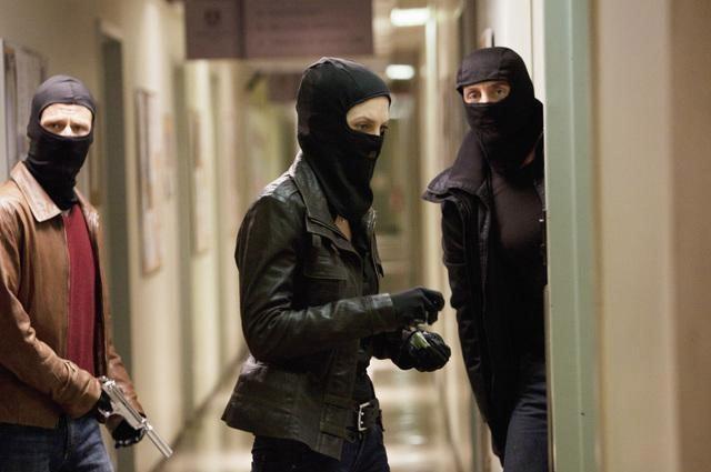 Uneasy Lies the Head - 8 серия 2 сезона Визитеров